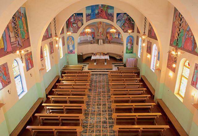 Anjarah church inside